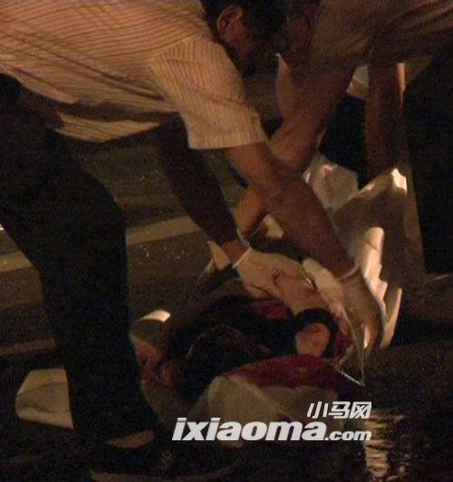 5号凌晨南京英菲尼迪与货车相撞车祸现场 高清图片